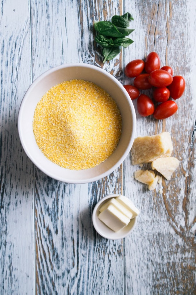Bilde fra http://joannagoddard.blogspot.no/2014/03/parmesan-grits-with-roasted-tomatoes.html